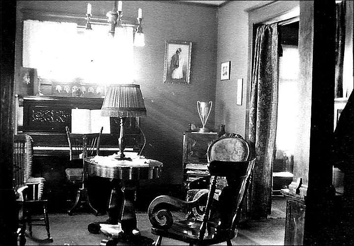 front-room-possibly-in-thad-carr-home